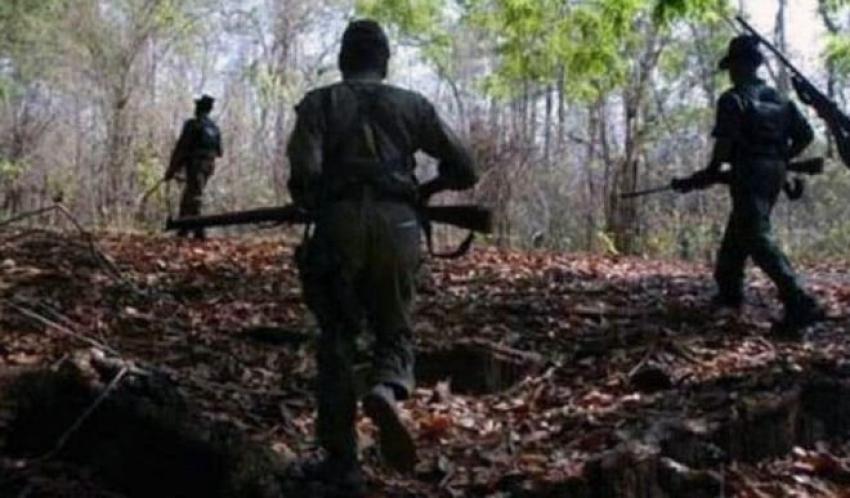 सुरक्षा बलों के साथ हुई मुठभेड़ में एक महिला नक्सली सहित तीन ढेर, हथियार भी बरामद