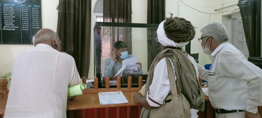 नवीन सिंह पर मंदिर के कमरों पर कब्ज़ा करने का लगा आरोप