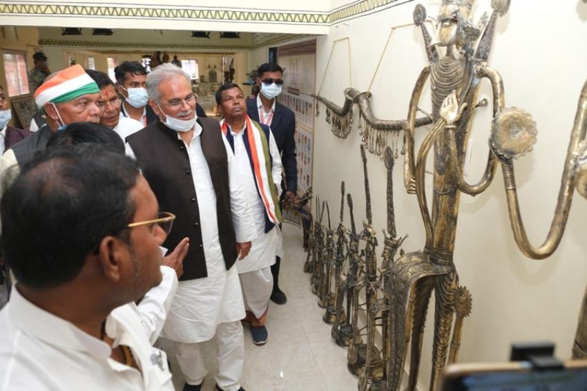 मुख्यमंत्री ने कोण्डागांव में नवनिर्मित शिल्प नगरी का किया लोकार्पण, शिल्पकारों को किया सम्मानित